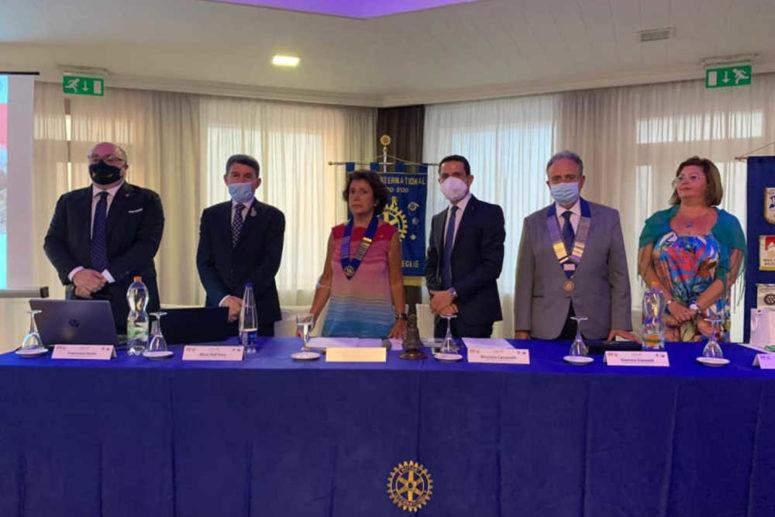 Passaggio del Martelletto al Rotary  Club Bisceglie