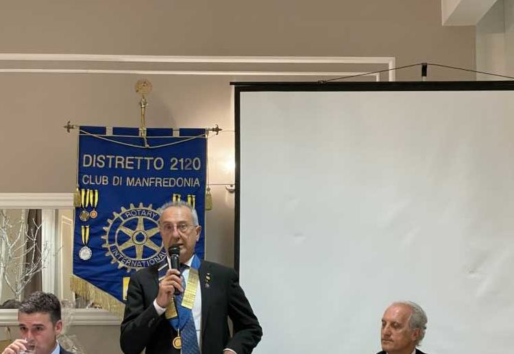 Passaggio del Martelletto al Rotary Club Manfredonia: Fatone lascia la presidenza a De Girolamo
